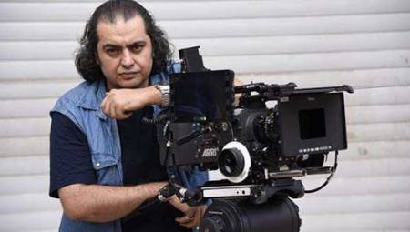 کارگردان سه کام حبس